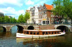 When we arrive in Amsterdam... we plan to take a boat cruise!