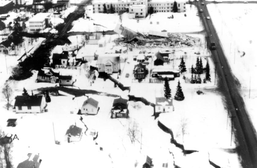 1964_alaska_quake_l_street_slide
